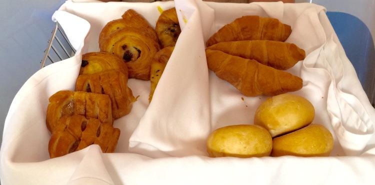 Emirates bus Class pastries